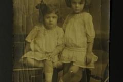 Livia (1906-1996) și Marioara (1908-1974) fiicele soților MIRCEA