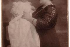 Maria MIRCEA, cu fiul său Radu Titus (1910-1978)
