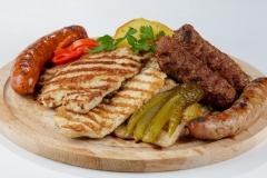 """""""Caru' cu bere"""" mixed grill platter"""